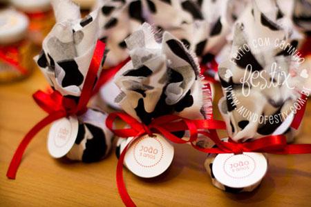 Fita e tag para decorar a trouxinha de bombom!