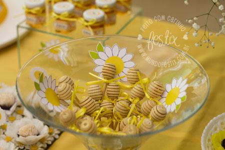Pegador de mel e flores recortadas